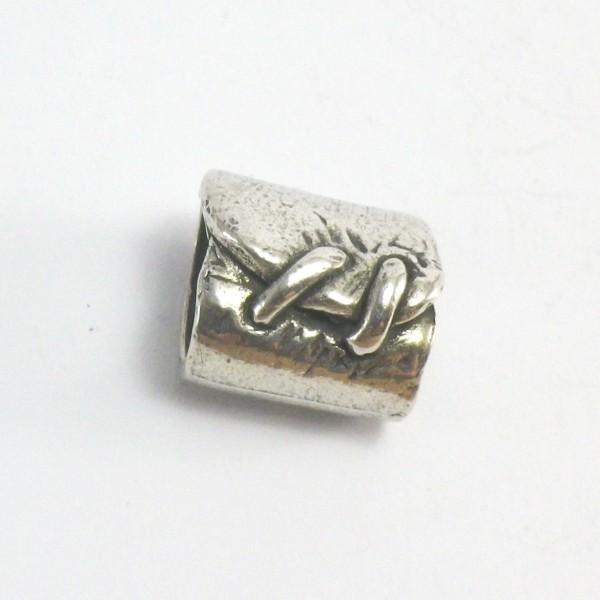 accesorio de zamak . pulsera de cuero de regaliz