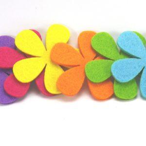 Flores de fieltro en colores mezclados